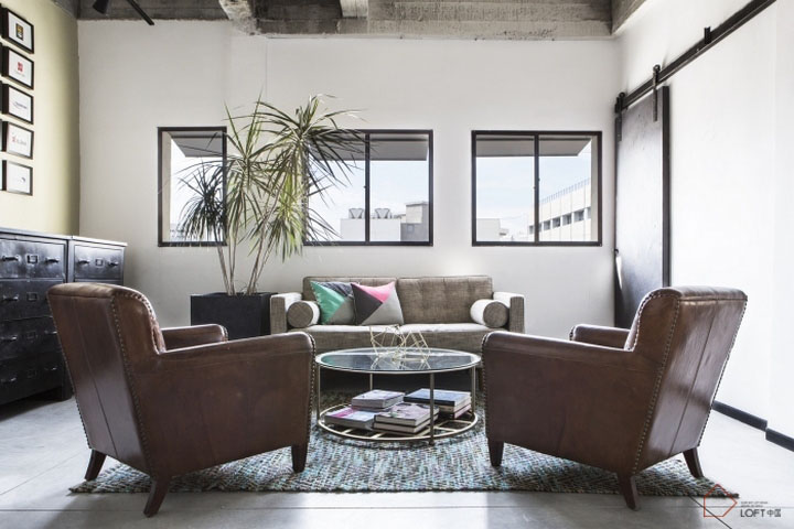 采购办公家具时该如何考虑它们之间的色彩搭配2