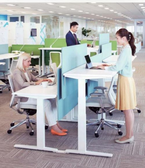智能手机版伟德bv客户端桌椅